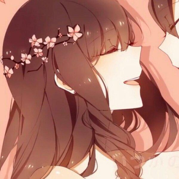 求一对动漫情侣头像,男女一左一右,粉红色背景,对视的