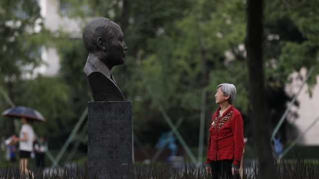 88岁院士夫人,每天看雕像陪爱人