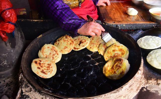 顾客美食卖传统街边,一年只v顾客30天,美食:想的成都都大妈什么有好吃图片