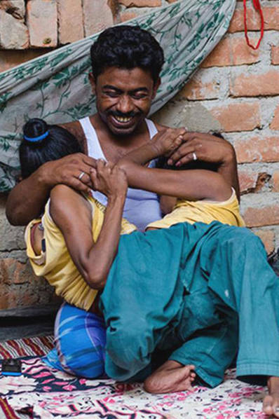 印度连体姐妹:二女共侍一夫产下 - 钟儿丫 - 响铃垭人