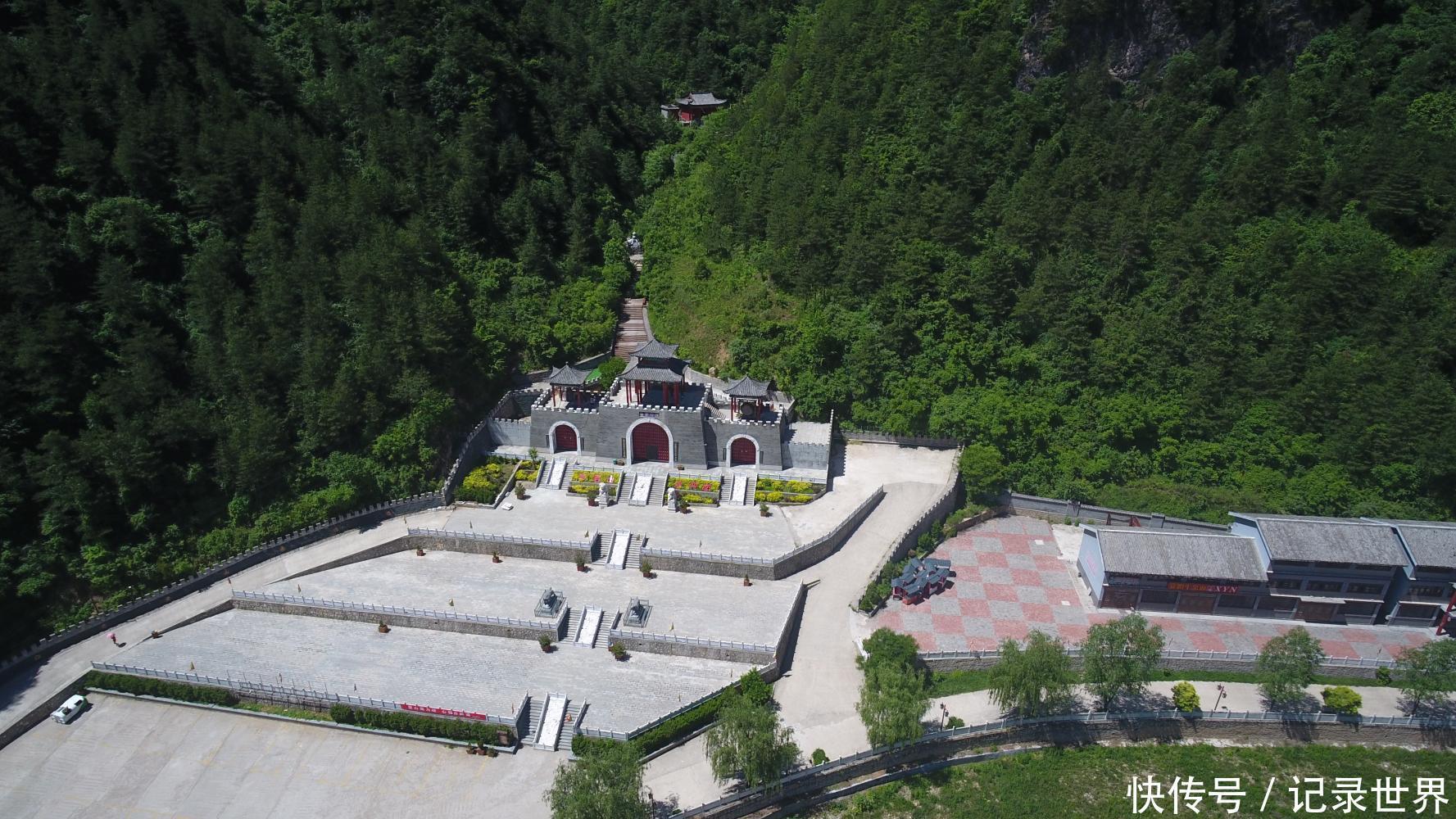 旅游 正文  老君山旅游风景区地处华山之南的陕西省洛南县巡检镇境内