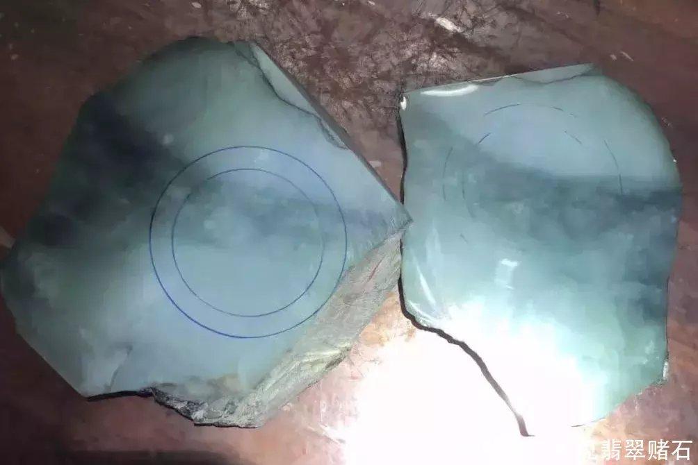 为求手镯买下的翡翠原石,一刀种色俱佳的冰飘花,终得偿所愿!