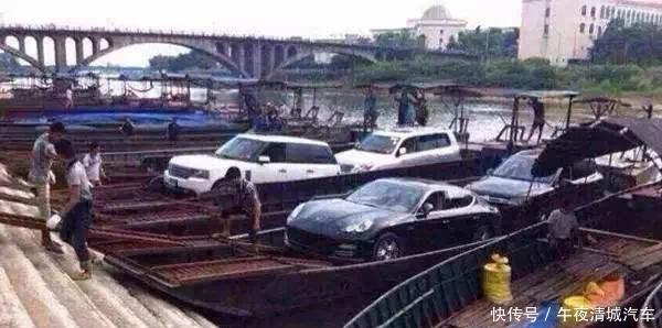 越南走私豪车的现状,国内没人要,布加迪和摩托车并排!