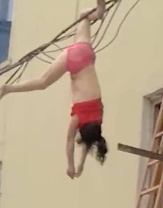 女子只穿内衣裤坠楼倒挂电线上 原因令人意外 - 周公乐 - xinhua8848 的博客