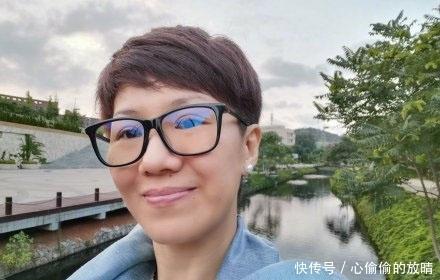 <b>央视女主播刘欣吐槽行李没人主动帮拿,智商五环外是如何上位的?</b>