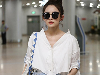 古力娜扎现身机场,网友:这包包和衣服太搭配了,果然很时尚