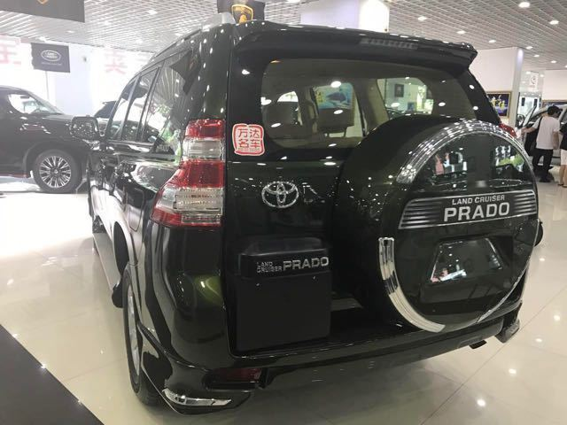 17款丰田黑色霸道2700天津港现车最低价多少钱