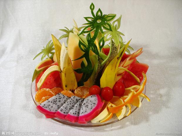 苹果 黄瓜 西瓜和葡萄简单的水果拼盘图片及做法图片