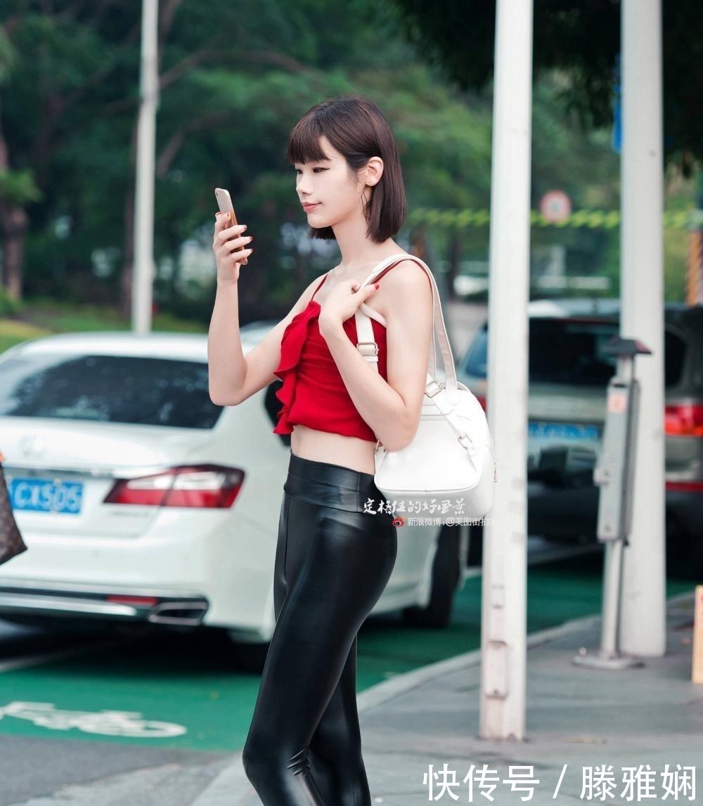 """路人街拍, 红衣皮裤, 有点""""野"""""""
