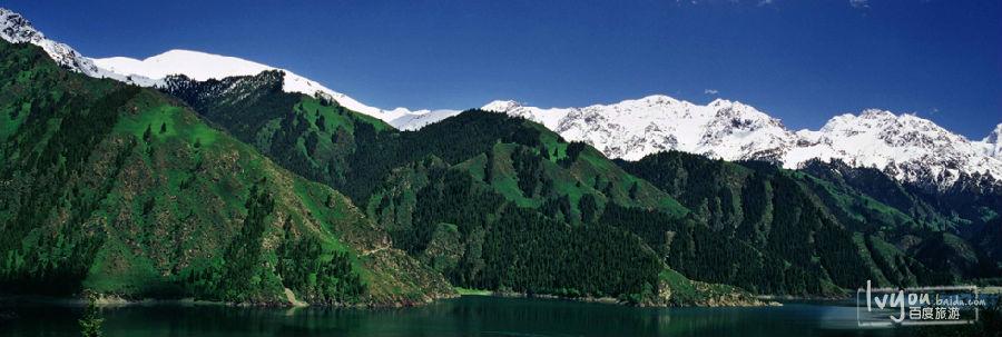 新疆天山天池风景名胜区位于天山山脉东部最高峰博格达峰脚下,以奇秀